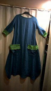 Plati suknelė. Linas. Trikotažo detalės.