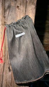 Maišas batams. 25/40cm. Uždaromas užtraukiama virvele. Du skyriai batų porai. Gobelenas.