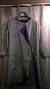 Paltas - švarkas. Pusvilnė. Pamušalas - dirbtinio šilko.