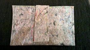 Dėkliukas (banknotams). 10/15cm. Užsegamas lipduku. Vilnos veltinis.