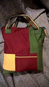 Didelis krepšys. 40/45/9cm. Užsegamas užtrauktuku. Išorėje dvi kišenėlės. Medvilnė.