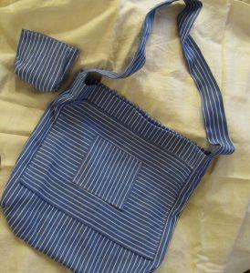 Du krepšiai su kišenėlėm ir kosmetine. Medvilnė.